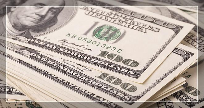 Курс доллара снижается к рублю в среду на фоне успешного размещения облигаций Минфином